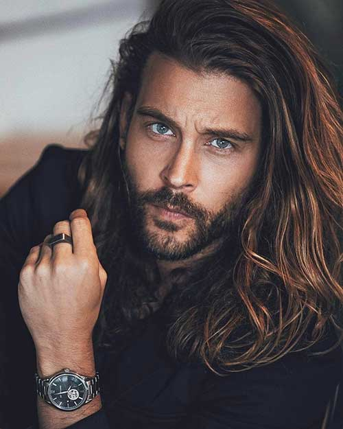 wavy long hairstyle for men 3